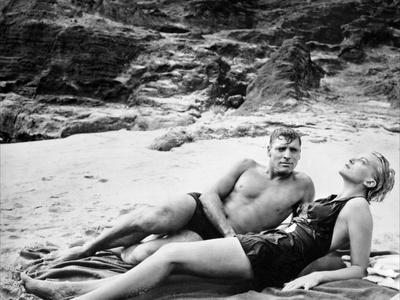 https://imgc.allpostersimages.com/img/posters/tant-qu-il-y-aura-des-hommes-from-here-to-eternity-by-fredzinnemann-with-burt-lancaster-and-deborah_u-L-Q1C26NO0.jpg?artPerspective=n