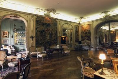 https://imgc.allpostersimages.com/img/posters/tapestry-hall-chateau-of-arcangues-20th-century-aquitaine-france_u-L-PW2VPB0.jpg?p=0