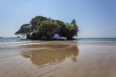 https://imgc.allpostersimages.com/img/posters/taprobane-island-at-low-tide-weligama-sri-lanka-indian-ocean-asia_u-L-PQ8RXZ0.jpg?artPerspective=n
