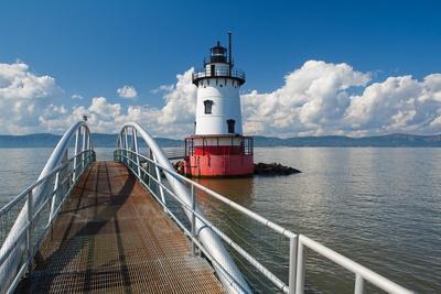 https://imgc.allpostersimages.com/img/posters/tarrytown-lighthouse-on-the-hudson-river_u-L-Q1AQQ6J0.jpg?artPerspective=n