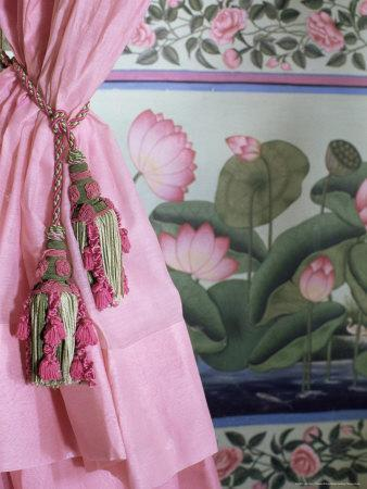 https://imgc.allpostersimages.com/img/posters/tassels-pink-curtains-and-painted-walls-the-shiv-niwas-palace-hotel-udaipur-india_u-L-P1USU80.jpg?p=0
