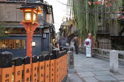 https://imgc.allpostersimages.com/img/posters/tatsumi-bashi-the-bridge-from-memoirs-of-a-geisha-novel-gion-district-geisha-area-kyoto-japan_u-L-PWFEX70.jpg?p=0