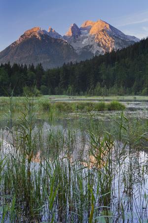 https://imgc.allpostersimages.com/img/posters/taubensee-lake-hochkalter-mountain-berchtesgadener-land-district-bavaria-germany_u-L-Q11YOFX0.jpg?artPerspective=n