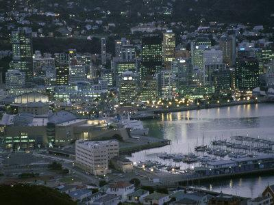 https://imgc.allpostersimages.com/img/posters/te-papa-museum-marina-and-city-lights-in-the-evening-wellington-north-island-new-zealand_u-L-P1TOZX0.jpg?p=0