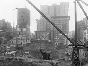 Tearing down Old Madison Square Garden