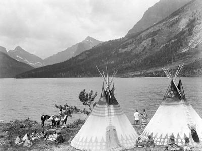 https://imgc.allpostersimages.com/img/posters/teepee-indians-on-shore-of-lake_u-L-PZMMH50.jpg?p=0