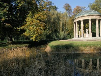 https://imgc.allpostersimages.com/img/posters/temple-de-l-amour-chateau-of-versailles-unesco-world-heritage-site-les-yvelines-france_u-L-P1TWPM0.jpg?p=0