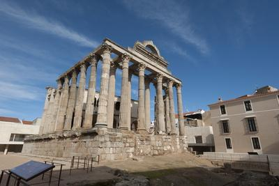 https://imgc.allpostersimages.com/img/posters/temple-of-diana-merida-unesco-world-heritage-site-badajoz-extremadura-spain-europe_u-L-PQ8OGB0.jpg?p=0