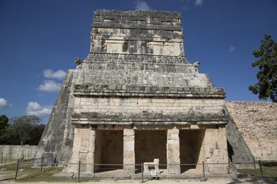 https://imgc.allpostersimages.com/img/posters/temple-of-the-jaguars-and-shields-chichen-itza-yucatan-mexico-north-america_u-L-PWFR1I0.jpg?p=0