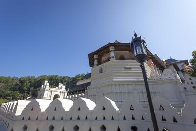 https://imgc.allpostersimages.com/img/posters/temple-of-the-sacred-tooth-relic-unesco-world-heritage-site-kandy-sri-lanka-asia_u-L-PQ8QLB0.jpg?p=0