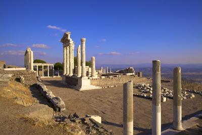 https://imgc.allpostersimages.com/img/posters/temple-of-trajan-bergama-pergamum-anatolia-turkey-asia-minor-eurasia_u-L-PNFYOD0.jpg?artPerspective=n