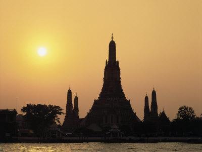 https://imgc.allpostersimages.com/img/posters/temple-wat-arun-at-sunset-bangkok-thailand_u-L-P3J0ZS0.jpg?p=0