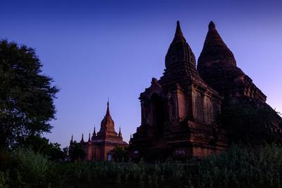 https://imgc.allpostersimages.com/img/posters/temples-min-yan-gon-temple-complex-bagan-pagan-myanmar-burma-asia_u-L-Q12SBS30.jpg?p=0
