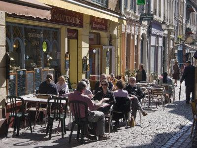 https://imgc.allpostersimages.com/img/posters/terrace-tables-outside-the-many-cafes-and-restaurants-on-rue-de-lille-in-old-quarter-of-boulogne_u-L-P91BGV0.jpg?artPerspective=n