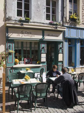 https://imgc.allpostersimages.com/img/posters/terrace-tables-outside-the-many-cafes-and-restaurants-on-rue-de-lille-in-old-quarter-of-boulogne_u-L-P91BHR0.jpg?artPerspective=n