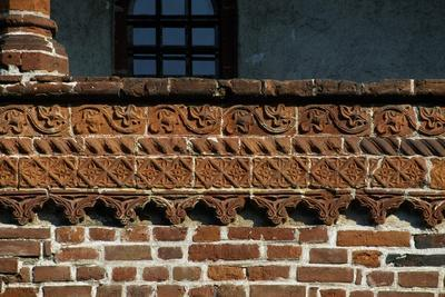 https://imgc.allpostersimages.com/img/posters/terracotta-decorations-in-cloister_u-L-PPQUSS0.jpg?p=0