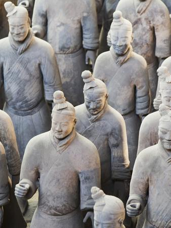 https://imgc.allpostersimages.com/img/posters/terracotta-warrior-figures-in-the-tomb-of-emperor-qinshihuang-xi-an-shaanxi-province-china_u-L-PNFQGR0.jpg?artPerspective=n