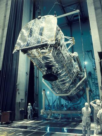 https://imgc.allpostersimages.com/img/posters/testing-the-hubble-space-telescope-1980s_u-L-Q10LRUU0.jpg?artPerspective=n