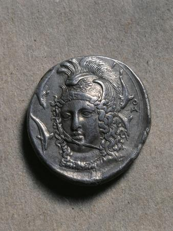 https://imgc.allpostersimages.com/img/posters/tetradrachm-of-syracuse-depicting-a-female-head_u-L-PPBLHF0.jpg?p=0