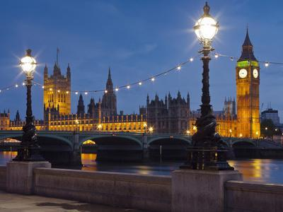 https://imgc.allpostersimages.com/img/posters/thames-shore-westminster-bridge-westminster-palace-big-ben-in-the-evening_u-L-Q11YNAA0.jpg?p=0