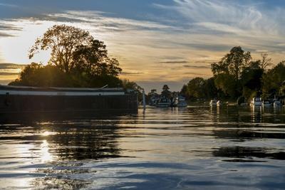 https://imgc.allpostersimages.com/img/posters/thames-sunset_u-L-Q1AUXBG0.jpg?artPerspective=n