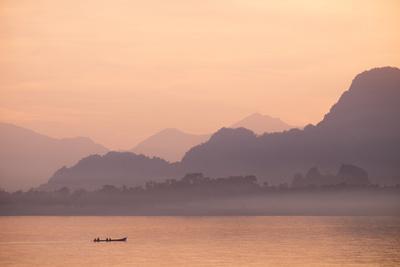 https://imgc.allpostersimages.com/img/posters/than-lwyn-salouen-river-hpa-an-kayin-state-karen-state-myanmar-burma-asia_u-L-Q12SC0L0.jpg?p=0