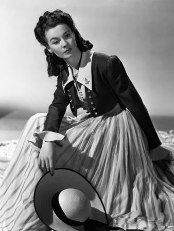 https://imgc.allpostersimages.com/img/posters/that-hamilton-woman-1941_u-L-Q10TW6E0.jpg?artPerspective=n