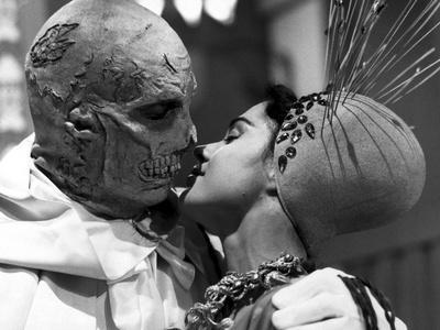 https://imgc.allpostersimages.com/img/posters/the-abominable-dr-phibes_u-L-PRRGFT0.jpg?artPerspective=n