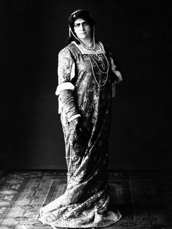 https://imgc.allpostersimages.com/img/posters/the-actress-k-lenskaya-1916_u-L-PPE0A70.jpg?artPerspective=n