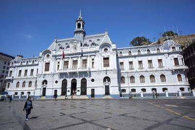 https://imgc.allpostersimages.com/img/posters/the-admiralty-building-valparaiso-chile_u-L-PWFG070.jpg?p=0