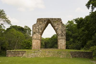 https://imgc.allpostersimages.com/img/posters/the-arch-at-the-mayan-ruins-of-kabah-yucatan-mexico-north-america_u-L-PNGLD80.jpg?p=0
