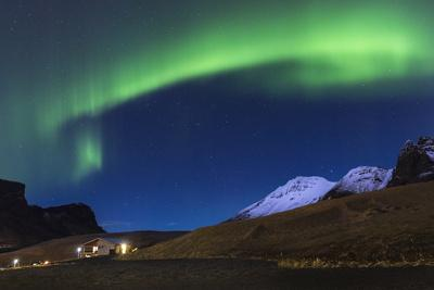 https://imgc.allpostersimages.com/img/posters/the-aurora-borealis-wraps-around-the-mountain-in-southern-iceland_u-L-Q1BB1HQ0.jpg?p=0