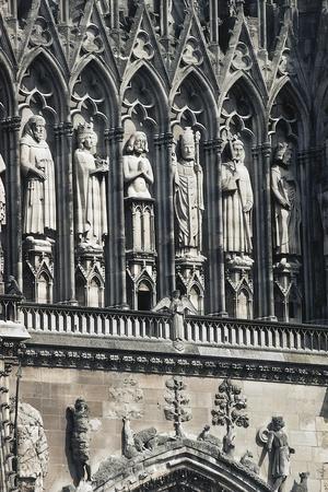 https://imgc.allpostersimages.com/img/posters/the-baptism-of-clovis-statues-above-rose-window_u-L-PP9Y3C0.jpg?p=0