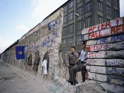 https://imgc.allpostersimages.com/img/posters/the-berlin-wall-berlin-germany_u-L-P1TBUI0.jpg?p=0
