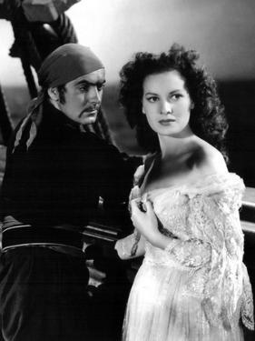 THE BLACK SWANN, 1942 directed by HENRY KING Tyrone Power and Maureen O'Hara (b/w photo)
