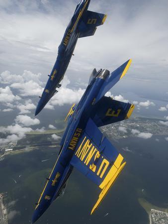 https://imgc.allpostersimages.com/img/posters/the-blue-angels-perform-a-looping-maneuver-over-pensacola-beach-florida_u-L-PJ0B440.jpg?artPerspective=n