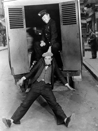 https://imgc.allpostersimages.com/img/posters/the-cameraman-buster-keaton-1928_u-L-PH3XAV0.jpg?artPerspective=n