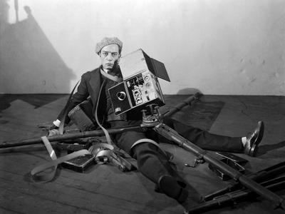 https://imgc.allpostersimages.com/img/posters/the-cameraman-buster-keaton-1928_u-L-Q12PDRL0.jpg?artPerspective=n