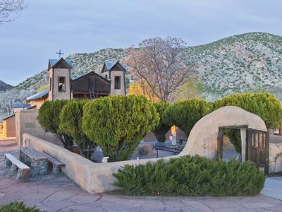 https://imgc.allpostersimages.com/img/posters/the-chimayo-sanctuary-chimayo-new-mexico-usa_u-L-PHAPFF0.jpg?p=0