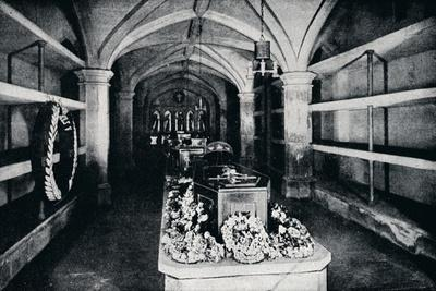 https://imgc.allpostersimages.com/img/posters/the-crypt-under-the-chancel-of-st-george-s-chapel-windsor-castle-1910-1911_u-L-Q1EF8UR0.jpg?artPerspective=n