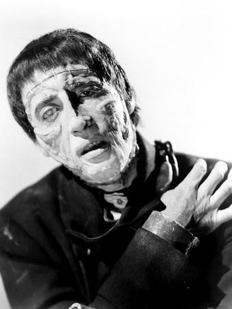 https://imgc.allpostersimages.com/img/posters/the-curse-of-frankenstein_u-L-PRQUMH0.jpg?artPerspective=n