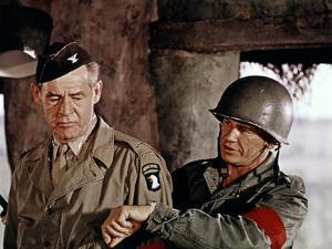 THE DIRTY DOZEN, 1967 directed by ROBERT ALDRICH Robert Ryan and Charles Bronson (photo)