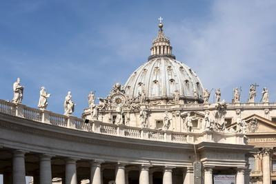 https://imgc.allpostersimages.com/img/posters/the-dome-of-st-peters-basilica-vatican-city-rome-lazio-italy_u-L-PWFAXM0.jpg?p=0