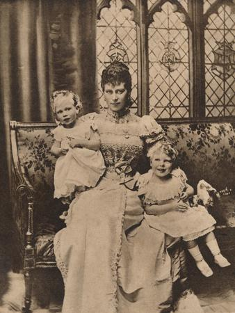 https://imgc.allpostersimages.com/img/posters/the-duchess-of-york-with-her-two-sons-princes-edward-and-albert-c1897-1935_u-L-Q1EF9060.jpg?artPerspective=n