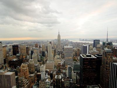 https://imgc.allpostersimages.com/img/posters/the-empire-state-building-dominates-the-new-york-skyline_u-L-Q10ORBD0.jpg?p=0