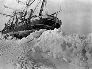 "The ""Endurance"" Photo. co. by Underwood & Underwood, 1916. lot 4764"