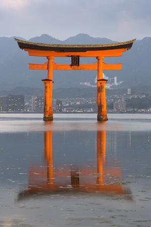 https://imgc.allpostersimages.com/img/posters/the-floating-miyajima-torii-gate-of-itsukushima-shrine-at-dusk_u-L-PWFG5V0.jpg?p=0
