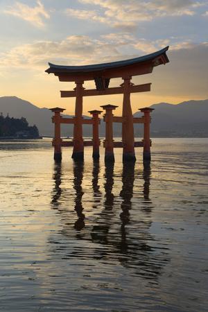 https://imgc.allpostersimages.com/img/posters/the-floating-miyajima-torii-gate-of-itsukushima-shrine-at-sunset_u-L-PWFGWF0.jpg?p=0