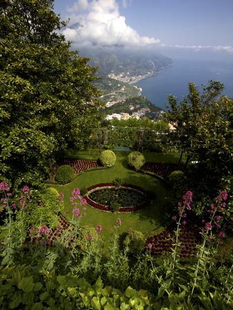 https://imgc.allpostersimages.com/img/posters/the-gardens-of-the-villa-cimbrone-in-ravello-amalfi-coast-campania-italy-europe_u-L-PFNXGX0.jpg?p=0
