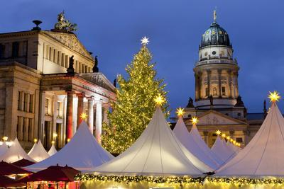 https://imgc.allpostersimages.com/img/posters/the-gendarmenmarkt-christmas-market-theatre-and-french-cathedral-berlin-germany-europe_u-L-PWFF7J0.jpg?p=0